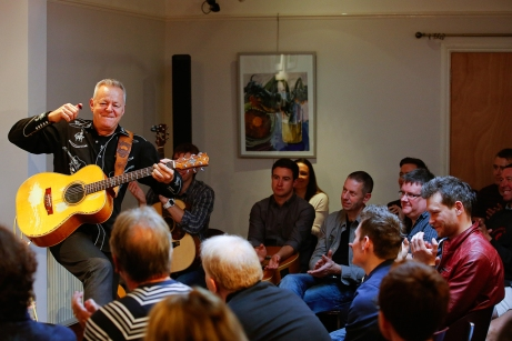 Tommy Emmanuel Masterclass, Ritz Music, 26Oct2014, photos by Cristina Schek (12)