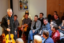 Tommy Emmanuel Masterclass, Ritz Music, 26Oct2014, photos by Cristina Schek (14)