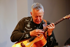 Tommy Emmanuel Masterclass, Ritz Music, 26Oct2014, photos by Cristina Schek (15)