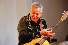 Tommy Emmanuel Masterclass, Ritz Music, 26Oct2014, photos by Cristina Schek (16)