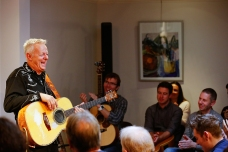 Tommy Emmanuel Masterclass, Ritz Music, 26Oct2014, photos by Cristina Schek (17)