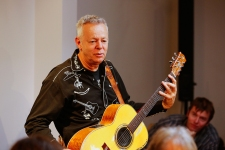 Tommy Emmanuel Masterclass, Ritz Music, 26Oct2014, photos by Cristina Schek (18)
