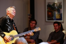 Tommy Emmanuel Masterclass, Ritz Music, 26Oct2014, photos by Cristina Schek (19)