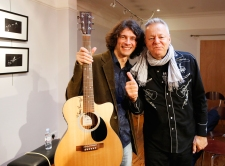 Tommy Emmanuel Masterclass, Ritz Music, 26Oct2014, photos by Cristina Schek (20)