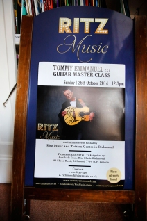 Tommy Emmanuel Masterclass, Ritz Music, 26Oct2014, photos by Cristina Schek (23)