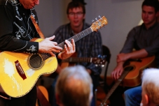 Tommy Emmanuel Masterclass, Ritz Music, 26Oct2014, photos by Cristina Schek (4)