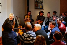 Tommy Emmanuel Masterclass, Ritz Music, 26Oct2014, photos by Cristina Schek (6)