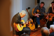 Tommy Emmanuel Masterclass, Ritz Music, 26Oct2014, photos by Cristina Schek (7)