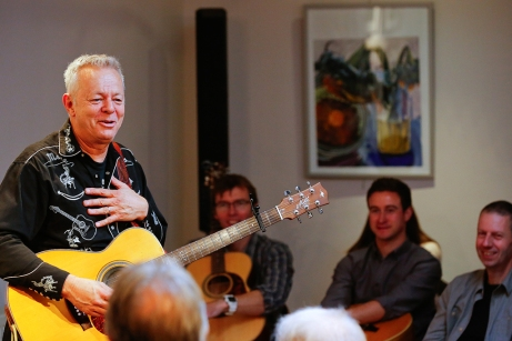 Tommy Emmanuel Masterclass, Ritz Music, 26Oct2014, photos by Cristina Schek (9)